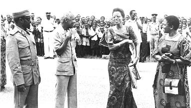 Nyerere with Samora with both their wives in Dar-es-Salaam airport