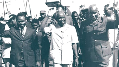 President Samora Machel of Mozambique (left), Nyerere and President Kenneth Kaunda of Zambia (right)